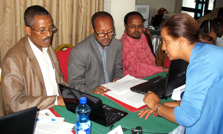 Image of participants at workshop on using software tools for analyzing health policy in Ethiopia